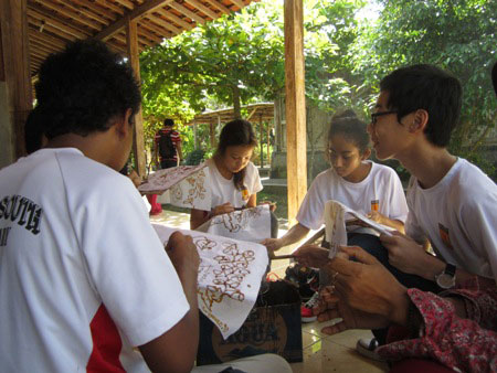 siswa singapore batik
